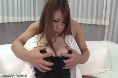 Грубый любовник прет красивую азиатку во всех позах 2
