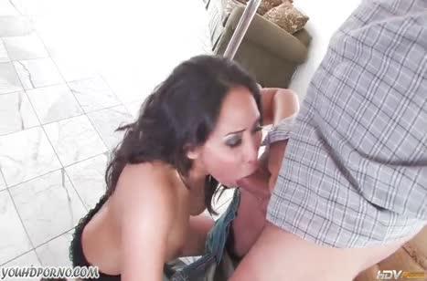 Деваха эротично танцует и офигевает от жесткого секса 2