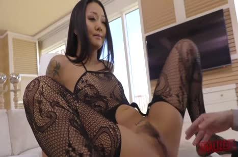 Сайа Сонг одела секс наряд и дико трахнулась в задницу 1
