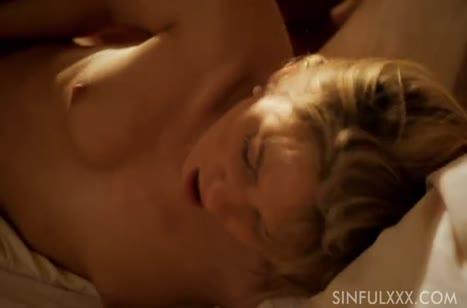 Подружка блондинка романтично трахается в постельке 6