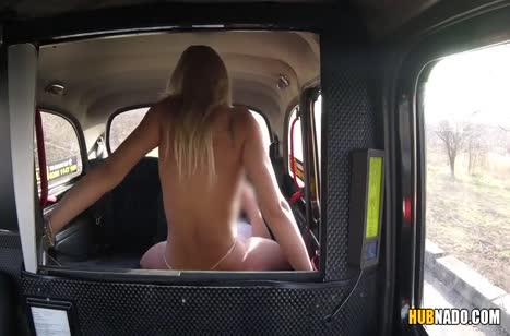 Пассажирка устроила с водителем оргию в машине 5