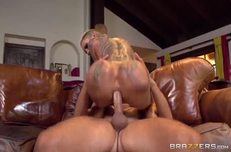 Неформалка Bella Bellz трахается с самцом в жопу 5