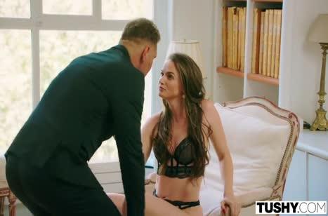 Горячая Тори Блэк соблазнила чувака сексуальным нарядом 1