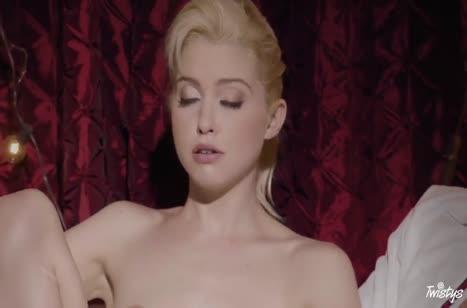 Блондинка романтично раздевается и отдается любовнику 3