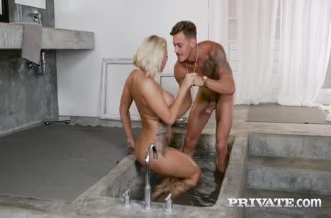 Грудастая Лили Ванили прямо из ванной отдалась чуваку 3