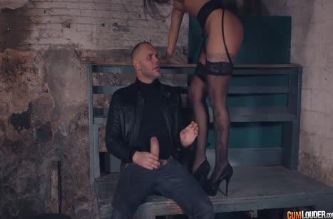 Susy Gala в сексуальном платье дала своему спасителю 6