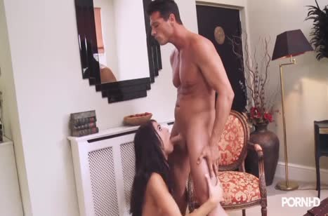Пошлый мужик пристал к Megan Coxxx и соблазнил ее на порно 2
