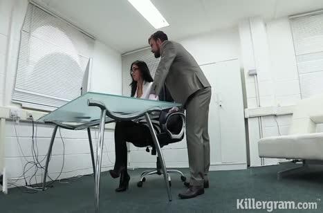 Сексуальная коллега залезла на крепкий стояк босса 1