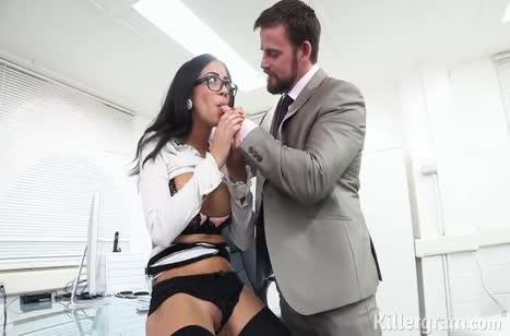 Сексуальная коллега залезла на крепкий стояк босса 2