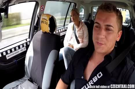 Водитель с радостью принял в качестве оплаты секс с пассажиркой 1