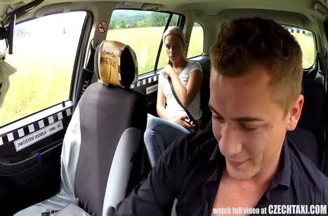 Водитель с радостью принял в качестве оплаты секс с пассажиркой 5