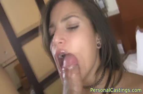 Жопастая брюнетка отдалась мужику на порно кастинге 5