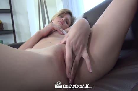 Жопастая блондинка пришла попробовать себя в сексе 5