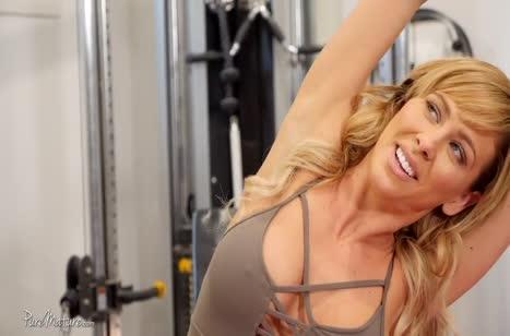 Грудастая спортсменка Cherie DeVille с удовольствием трахается 1