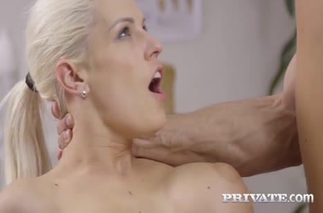 После игры блондинка Бланш Брэдберри расслабляется сексом 3