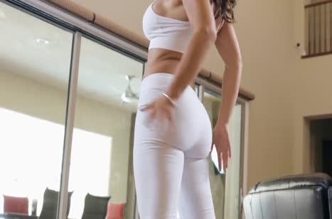 Сочная мамка Lisa Ann дает массажисту в рабочий анал 1
