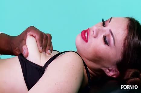 Черный доктор извращается над красивой Тиффани Долл 5