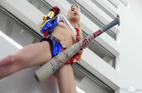 Молодую шлюшку блондинку Пайпер Перри дерут здоровым хером 1