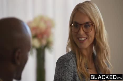Черный хер пришелся в пору писечки красивой блондинки 1