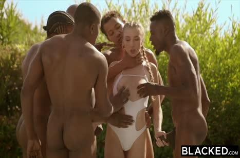 Белые девочки нашли себе прытких черных любовников 1