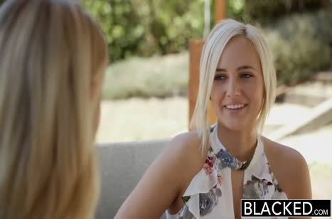 Черный любовник порадовал блондиночек большим размером 1