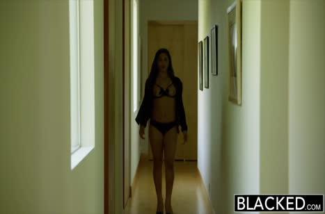 Абелла Дейнджер с большой задницей изнывает от секса 2