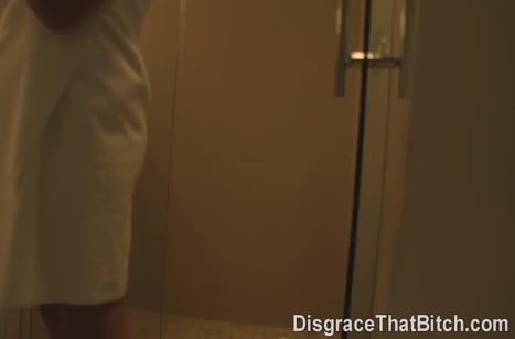 Лысый парень задрюкал блондиночку до оргазма на диване 2