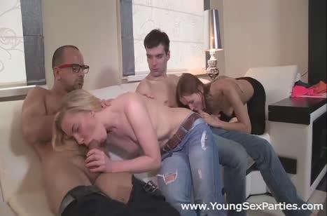 Молодые русские телочки попробовали групповуху с ухажерами 2