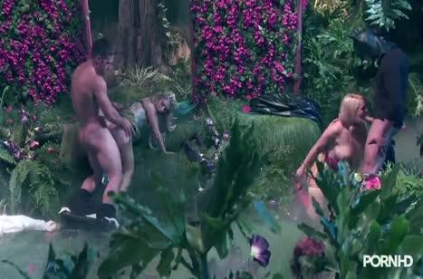 Красивые лесные нимфы занялись групповым сексом 2