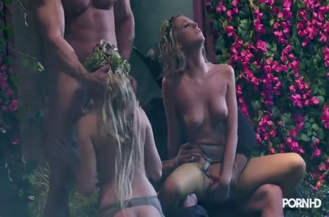 Красивые лесные нимфы занялись групповым сексом 5