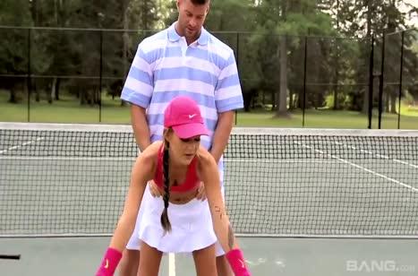 Тренер по теннису трахнул на корте красотку Кэти Роуз 1