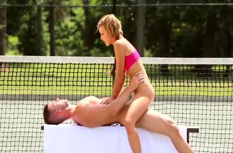 Тренер по теннису трахнул на корте красотку Кэти Роуз 5