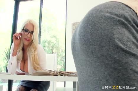Горячие блондинки устраивают страстное лесбо порно 1