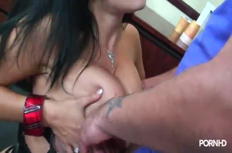 Сисястая Angelica Raven седлает верхом пенис на полу 2