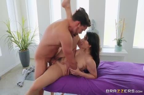Сексуальная брюнетка в лосинах хочет большого пениса 5