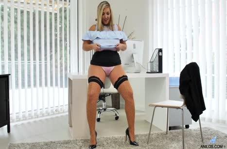 Толстая Кристал Свифт побаловала писю мастурбацией 2